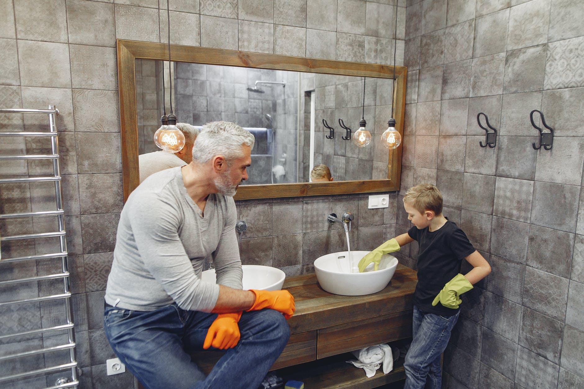 otec so synom, čisteni